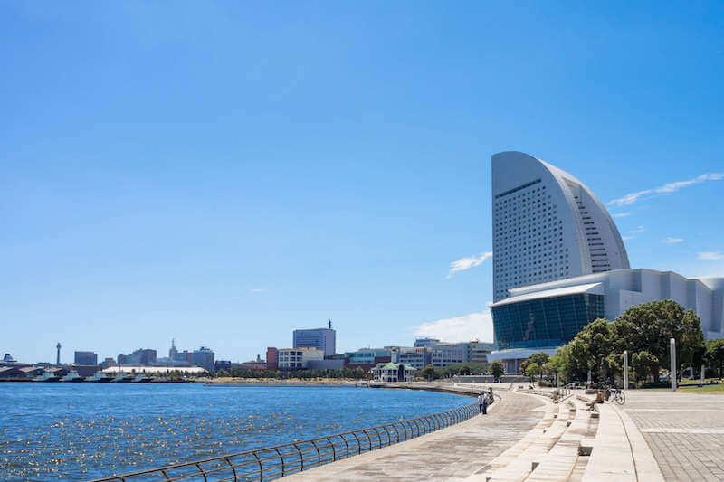 海岸沿いからみたインターコンチネンタルホテル横浜