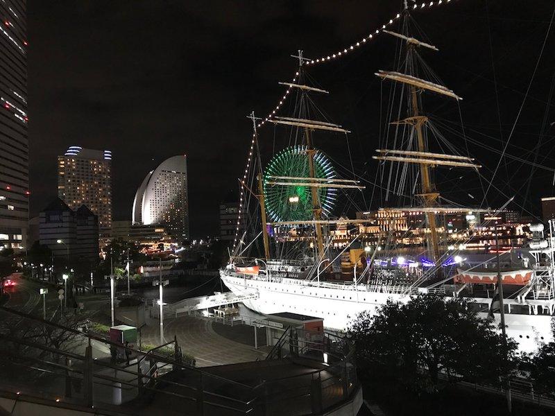 横浜のバイキング船