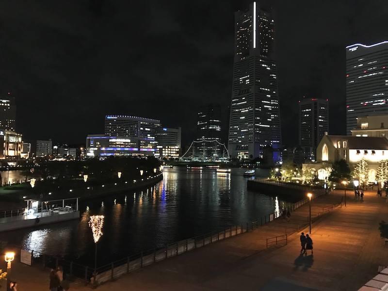 ワールド・ポーターズから見たランドマークタワー