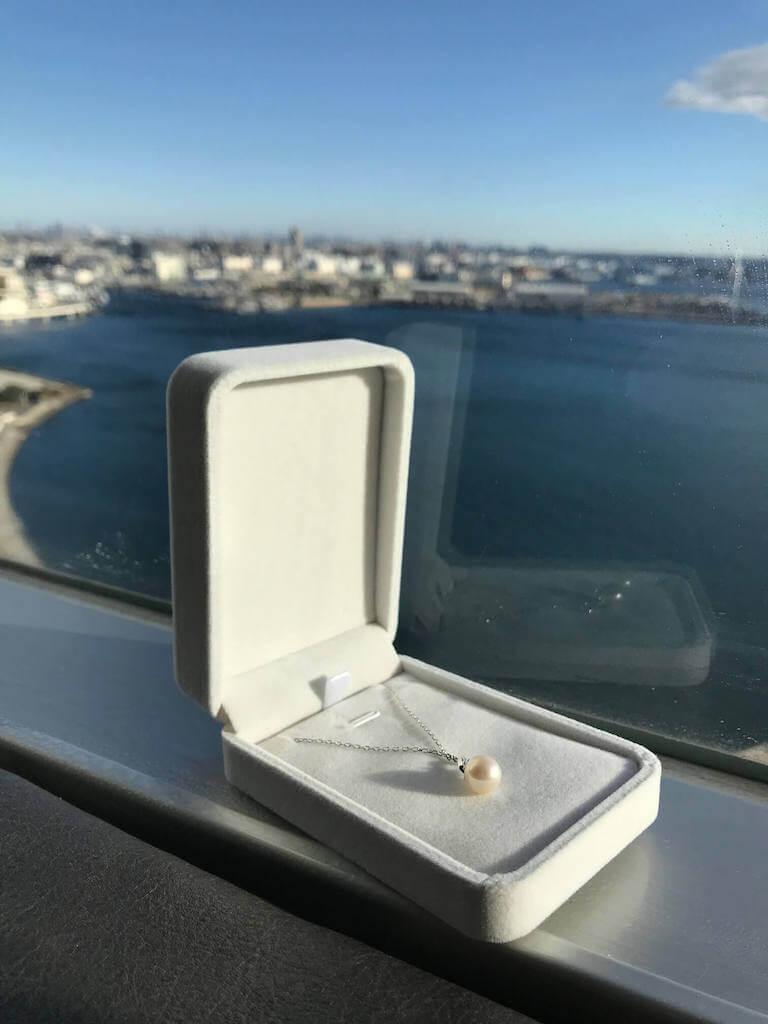 結婚記念日にプレゼントした大きめの真珠のネックレス