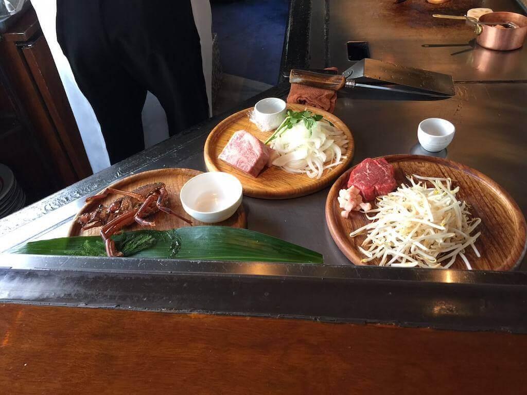神戸牛(真ん中のお肉)と伊勢海老