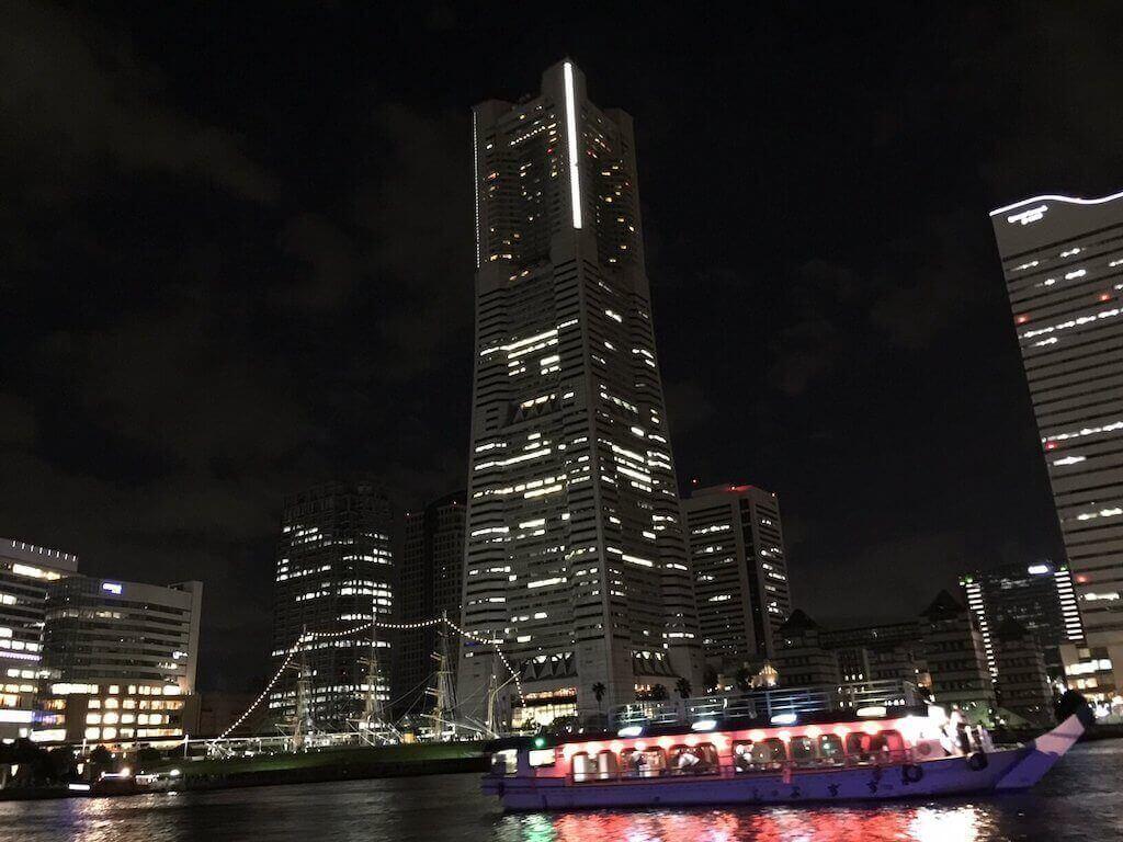 ル・グラン・ブルーから見た横浜ランドマークタワー