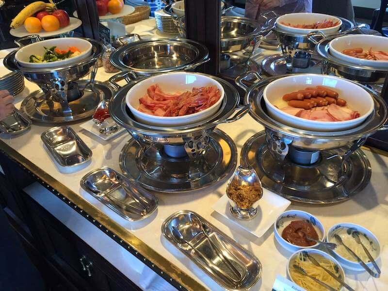 インターコンチネンタルクラブラウンジでの朝食バイキングのお肉類