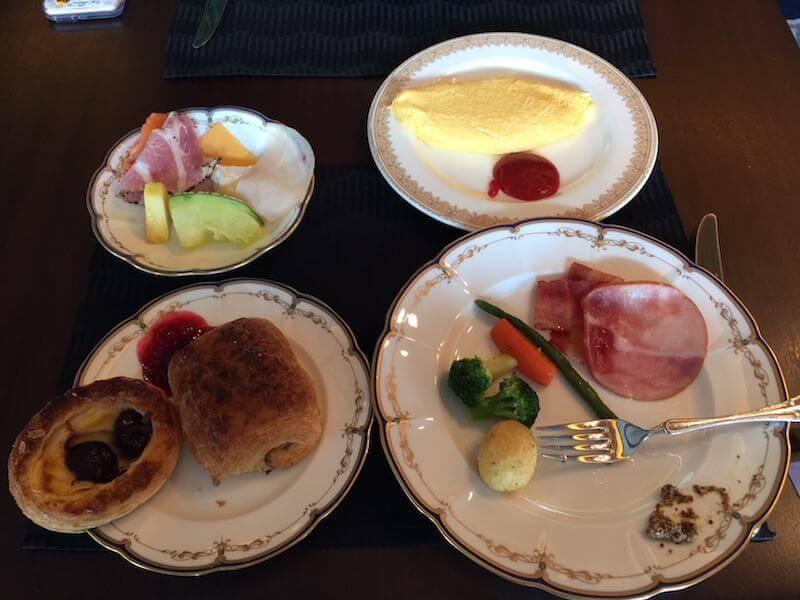 インターコンチネンタルクラブラウンジでの朝食バイキングメニュー
