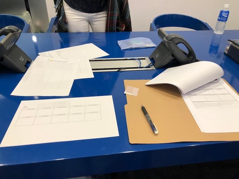 サインと指紋を取る作業